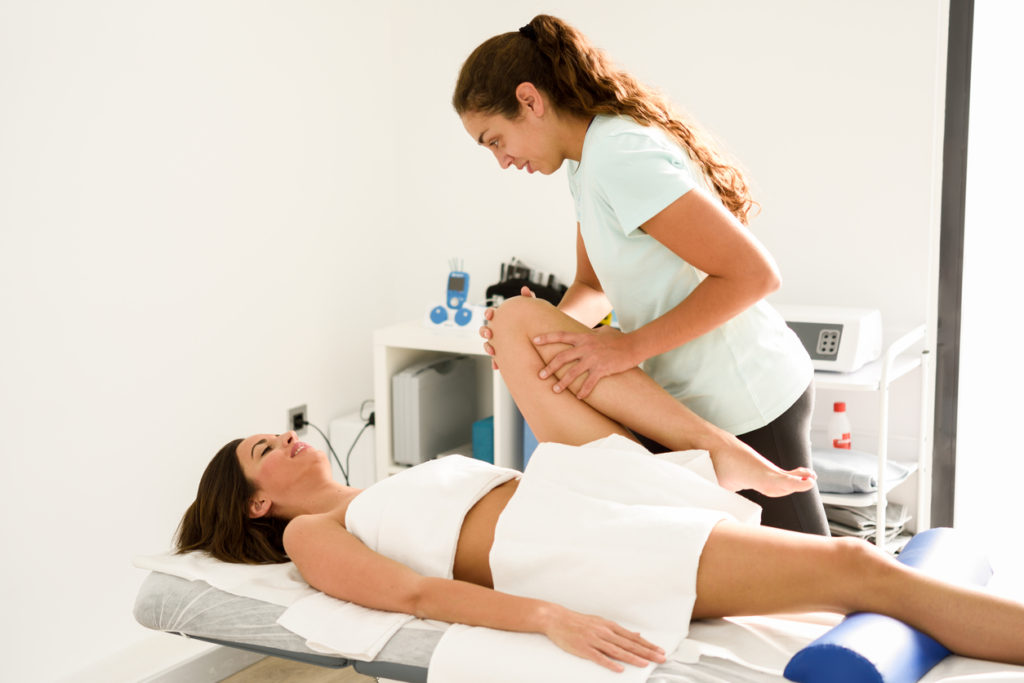 Medical massage for back of knee pain in a physiotherapy center.